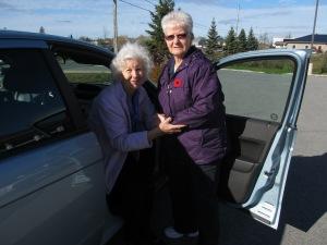 driver-assisting-a-client